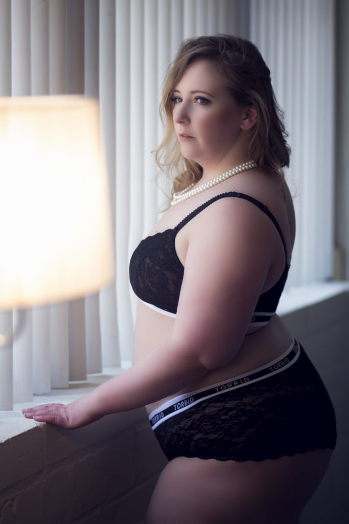 plus size boudoir black bra and panties photo//stl// photo by Boudoir by Tracy Lynn//see more at boudoirbytracylynn.com