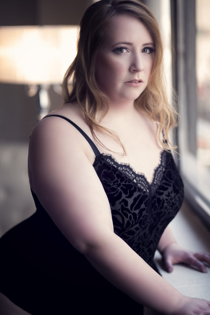 plus size boudoir low cut black lace photo//photo by Boudoir by Tracy Lynn//see more at boudoirbytracylynn.com